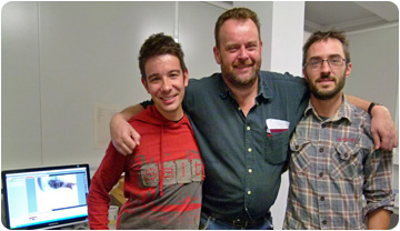 Lars van den Hoek, with researchers Isaac Casanovas and Marc Furió, during his visit to ICP.