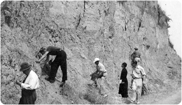 Crusafont and collaborators during field works in Can Llobateres.